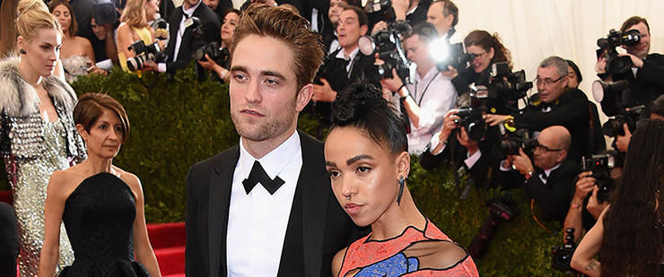 La boda entre Robert Pattinson y FKA Twigs se retrasa