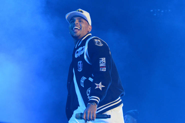 Chris Brown pasa de actuar en un club gay