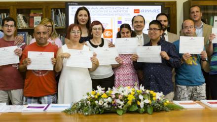 Entregados los primeros diplomas de manipulación de alimentos obtenidos con formación adaptada