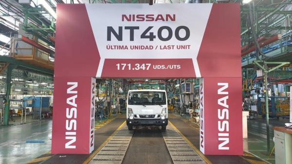 Nissan fabrica el último vehículo en su planta de Ávila