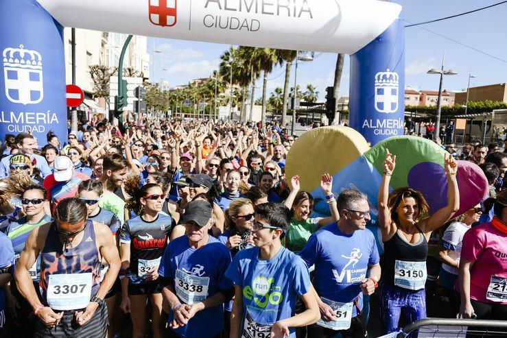 """El alcalde de Almería subraya el """"carácter solidario"""" de la VI Carrera de la Mujer 'Corre por ti, corre por todas'"""