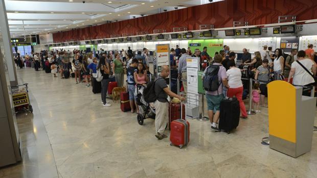 España realiza más operaciones y recibe más pasajeros que en 2015