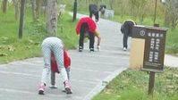 El deporte de moda en China: andar a cuatro patas