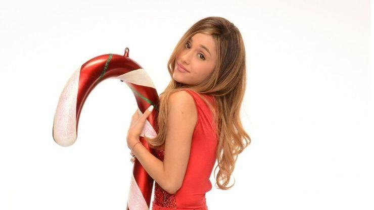 Ariana Grande se pone navideña