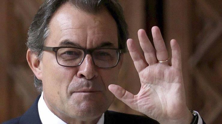 Artur Mas recibirá un sueldo de 7.000 euros, oficina, coche, chófer y escoltas
