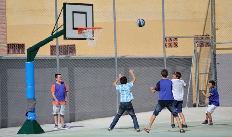 Educación destina 2,1 millones a la compra de equipamiento deportivo de los centros educativos en Andalucía