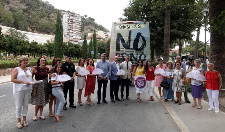 Campaña 'NO es No. Solo SÍ es SÍ' contra las agresiones sexuales en la Feria de Málaga