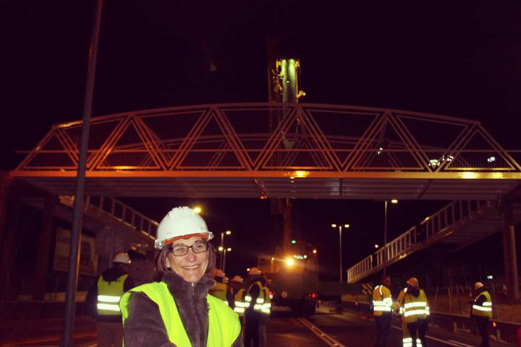 Ya está colocada la nueva pasarela que mejorará la conexión ciclista y peatonal entre Pozuelo y Majadahonda