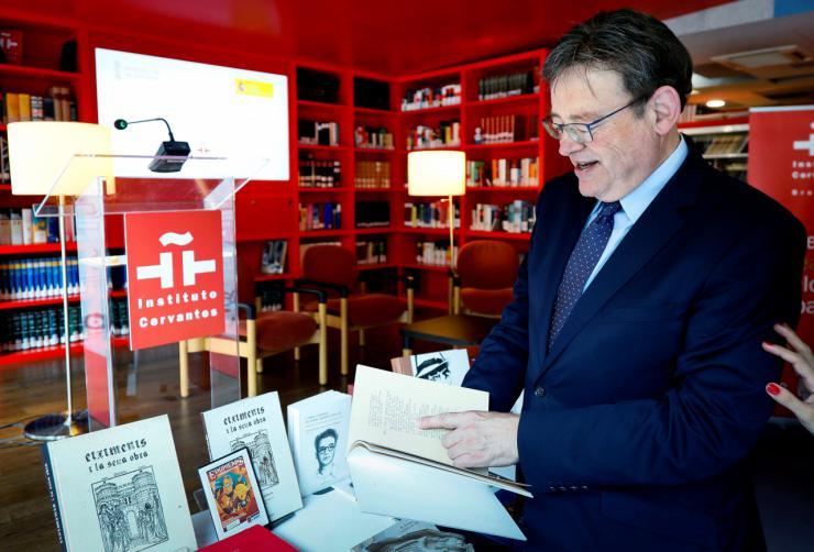 La Generalitat realiza una donación de libros valencianos al Instituto Cervantes de Bruselas
