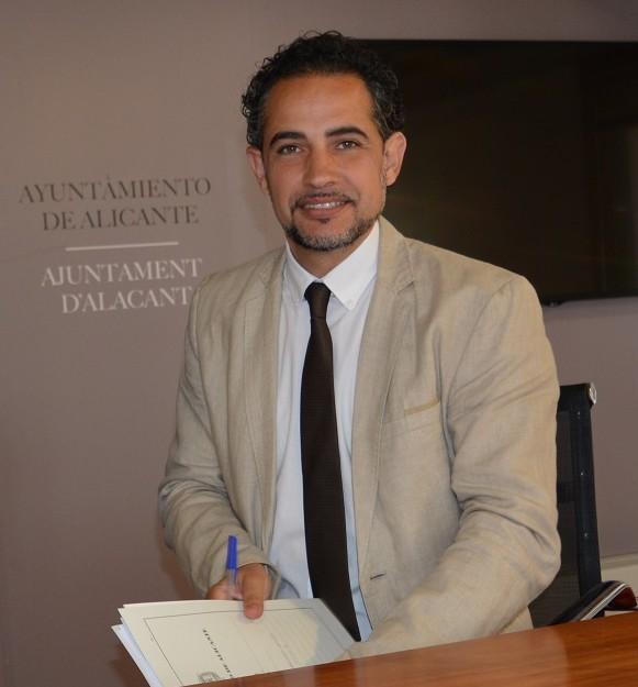 El concejal Israel Cortés informa del levantamiento de 20 actas a caravanas de Aguamarga