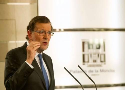 Rajoy promete en Europa más ajustes y aquí bajar impuestos