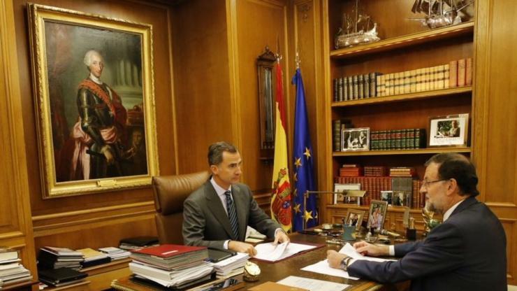Rajoy manda al Rey a acallar los ánimos