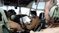 Militares espa�oles evacuan a un marinero espa�ol en Guinea