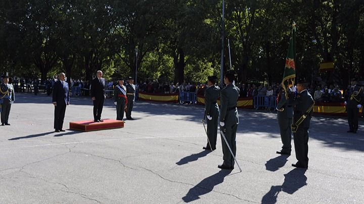 Fernández Díaz: 'La Bandera Nacional es un símbolo compartido que debemos honrar y respetar'