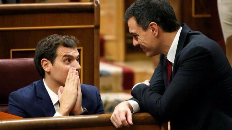 Rivera le da la espalda al PSOE