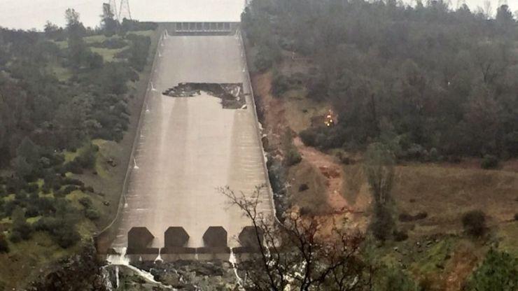 Evacuadas casi 200.000 personas en California por peligro de desbordamiento de una presa