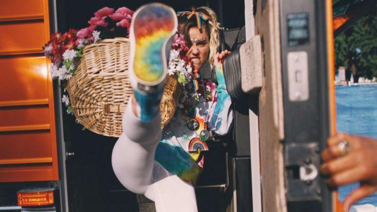 Miley Cyrus revive un clásico: ¡Las Converse están aquí!