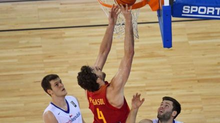 España acaba primera en la fase de grupos