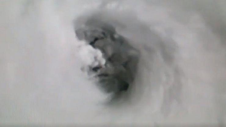 Un rostro diabólico en este video del huracán Irma