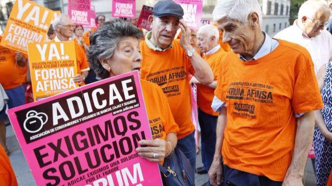 Los afectados por Afinsa y Forum Filatélico se concentran ante la Audiencia Nacional