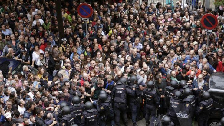 La Generalitat señala que hay 465 heridos y contusionados por las cargas policiales