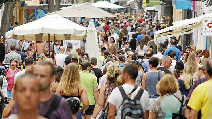 El incremento de turistas internacionales deja un gasto en agosto superior a 6.000 millones de euros, un 17,3% más que en 2016