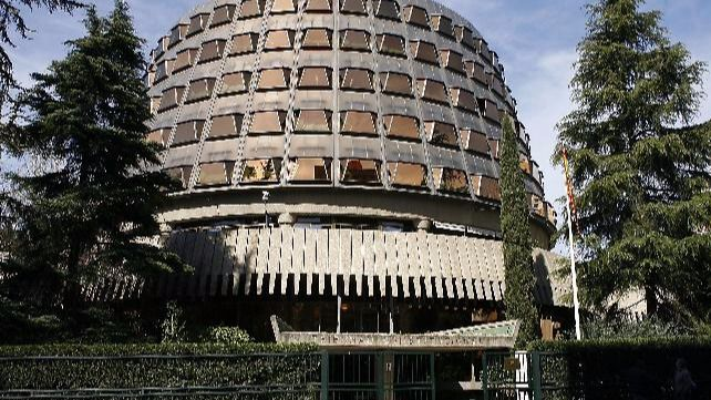 El Constitucional paraliza el Parlamento Catalán