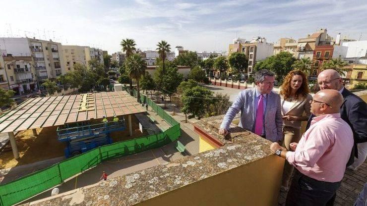 El Ayuntamiento de Sevilla realiza inversiones por un importe en torno a un millón de euros en ocho colegios del Distrito Macarena