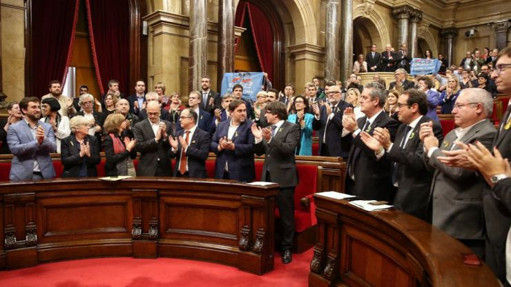 El Gobierno destituye a Puigdemont y convoca elecciones en Cataluña el 21 de diciembre