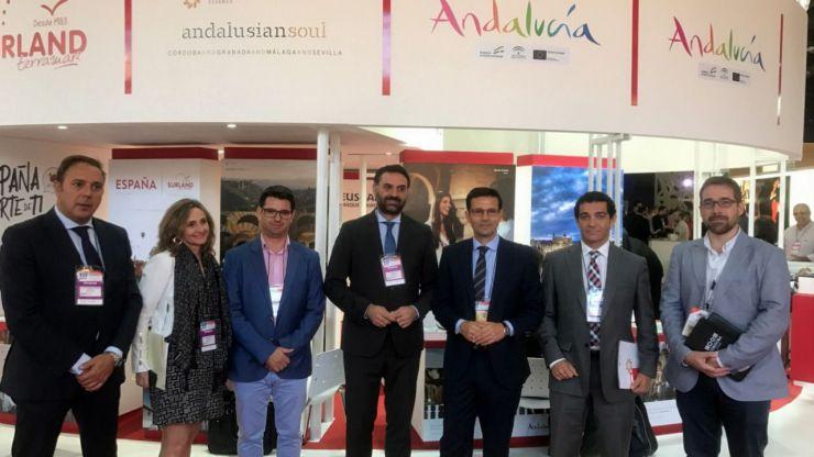 El Stand de Andalusian Soul recibe la visita del consejero de Turismo