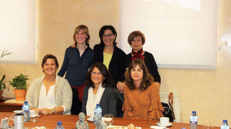 Susana Pérez Quislant mantiene un encuentro con representes de la AECC de Pozuelo