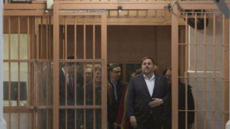 Cárcel sin fianza para Junqueras y otros siete 'exconsellers' de la Generalitat