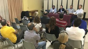 El Ayuntamiento de Huelva y los vecinos de Santa Marta abordan el plan de obras previsto en la barriada en el marco de la Edusi