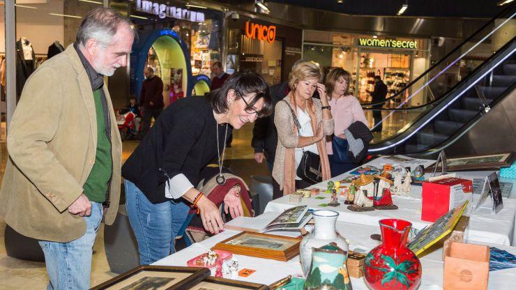 Una veintena de asociaciones participaron este sábado en el 'Mercadillo Solidario' de Pozuelo