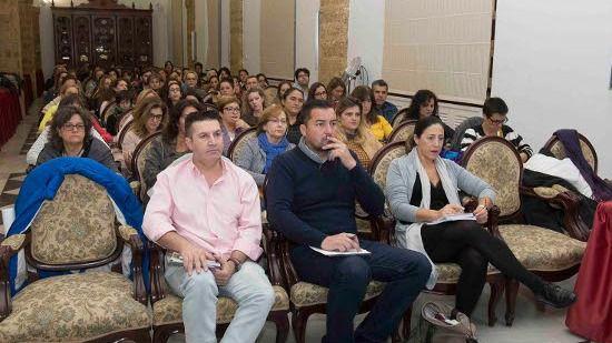 Más de cien personas cubren todas las plazas de los cursos avanzados del Aula de Igualdad en Cadiz