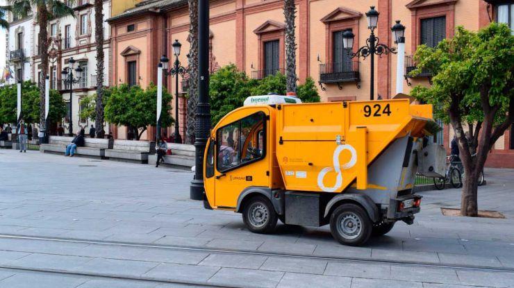 Lipasam interviene en 76 barrios y recoge 208.500 kilos de basura en Sevilla