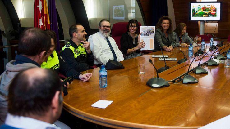 Agentes de la Policía Municipal y miembros del SEAPA de Pozuelo participan en el calendario solidario del Hogar Don Orione
