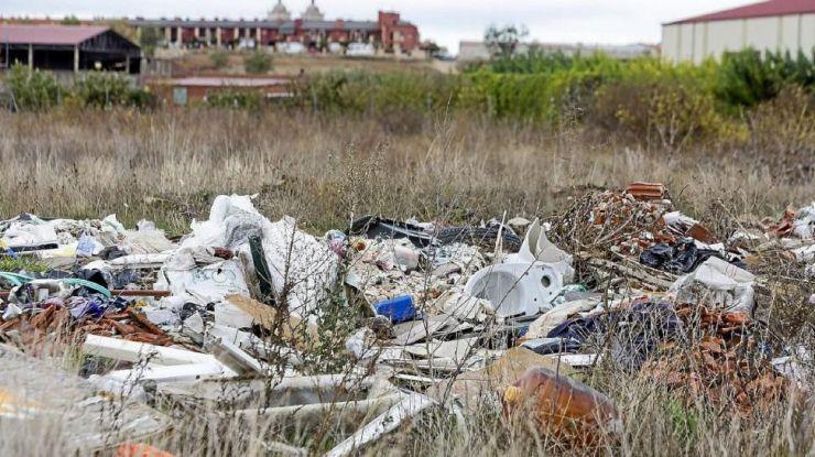 Junta y Diputación firman un convenio para eliminar las 151 escombreras ilegales de Ávila