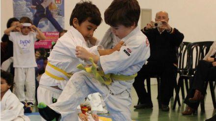 Convivencia y diversión en el Encuentro Escolar de Judo Attendis coordinado por la EDM Alianza KSV en Almería
