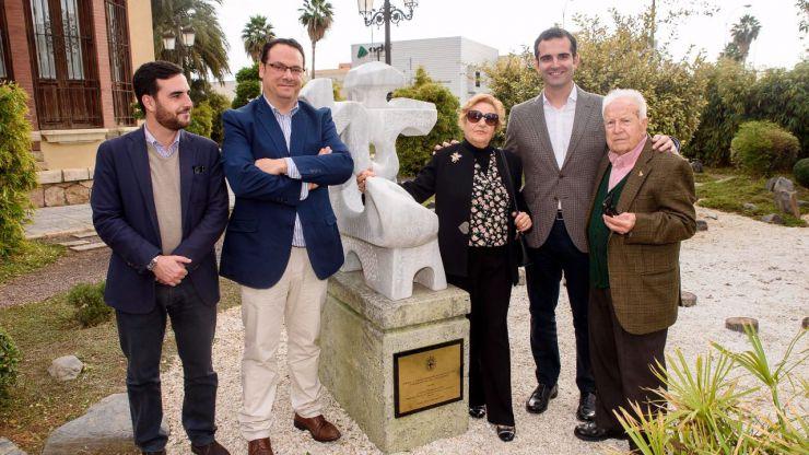 El alcalde y Eduardo Cruz descubren las dos esculturas donadas por el artista a la ciudad de Almería
