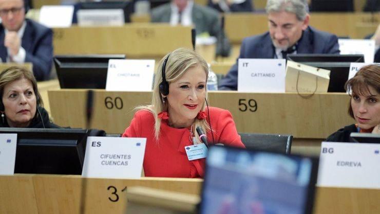 Cifuentes defiende en Bruselas las opciones políticas moderadas para fortalecer la UE