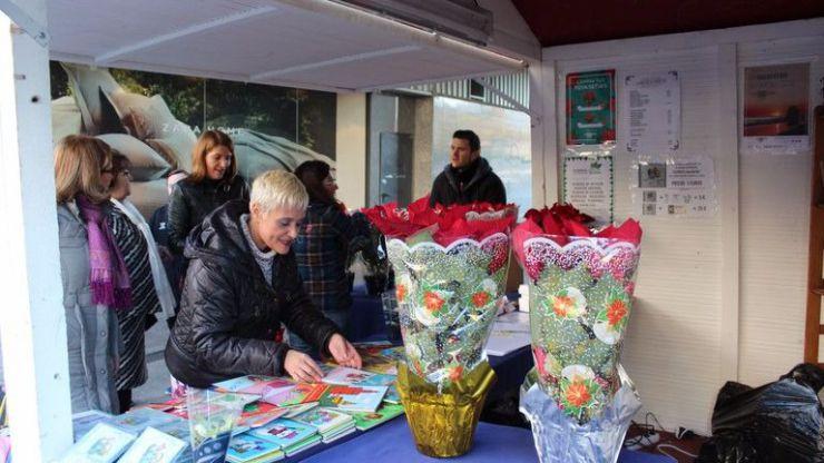 El Distrito Nervión acoge el III mercado navideño de artesanía en la Avenida Luis de Morales en Sevilla