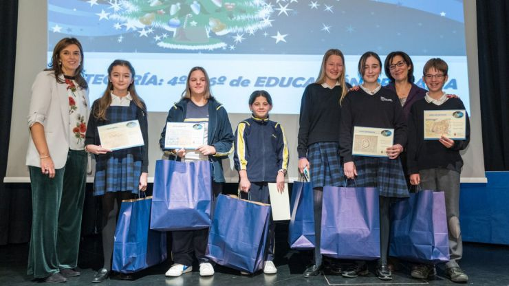 Pozuelo entrega los premios de los concursos escolares navideños de Belenes, Árboles y Felicitaciones