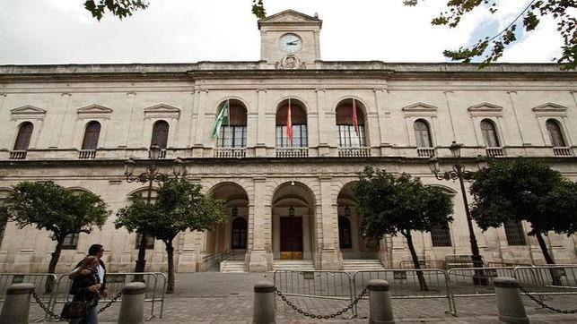 El Pleno municipal aprueba por unanimidad la eliminación de las últimas calles franquistas de Sevilla