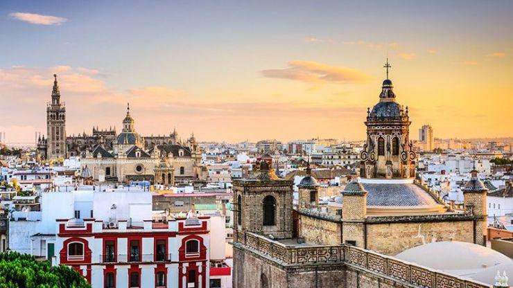 Emvisesa aprueba los primeros contratos de alquiler de viviendas vacías privadas para su uso social en Sevilla