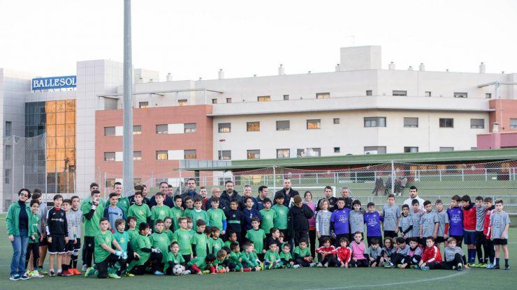 El Ayuntamiento de Almería renovara el césped de los dos campos de fútbol del complejo de Los Ángeles