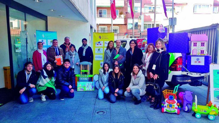 Los pozueleros consiguen reunir más de 700 cajas de juguetes para niños sin recursos