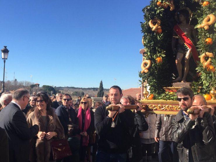 La alcaldesa de Pozuelo participa en la misa y procesión celebrada en honor a San Sebastián