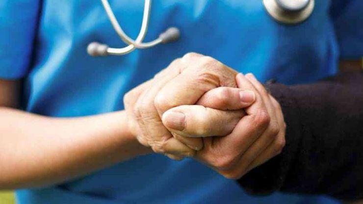 El secretario general de la Presidencia conoce de primera mano los programas de Médicos del Mundo en Castilla y León