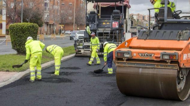 Comienzan las obras para asfaltar alrededor de 40 calles de Huelva